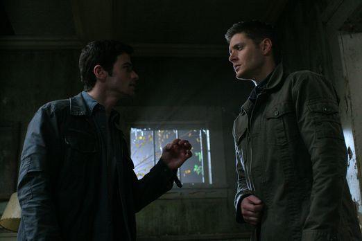 Supernatural - Im Kampf gegen das Böse: Dean (Jensen Ackles, r.) und John (Ma...