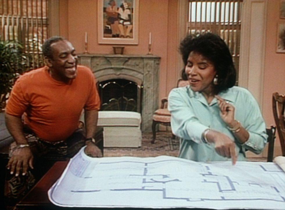 Clair (Phylicia Rashad, r.) ist davon begeistert, dass Cliff (Bill Cosby, l.) anbauen möchte, weil sie dann endlich ihr eigenes Zimmer bekommt. - Bildquelle: Viacom