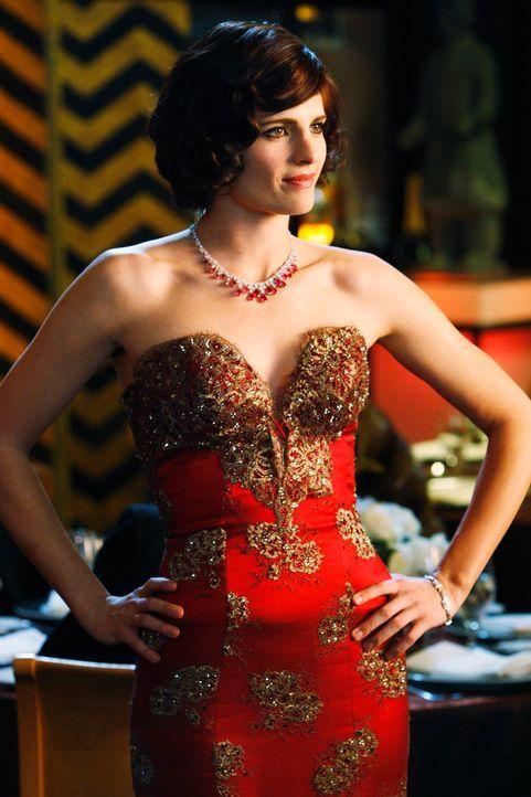 Kate (Stana Katic) hat sich für einen Wohltätigkeitsball, auf dem sie undercover ermitteln will, zurrecht gemacht. - Bildquelle: ABC Studios
