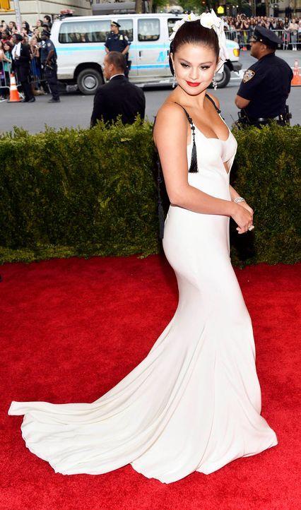 Met-Ball-Selena-Gomez-15-05-04-dpa - Bildquelle: dpa