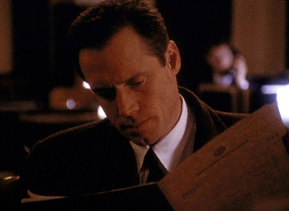 Agent Dales (Frederic Lane) findet heraus, dass der von ihm verhaftete Mörder keineswegs ein Kommunist ist, sondern das unwissende Opfer geheimer me... - Bildquelle: TM +   2000 Twentieth Century Fox Film Corporation. All Rights Reserved.