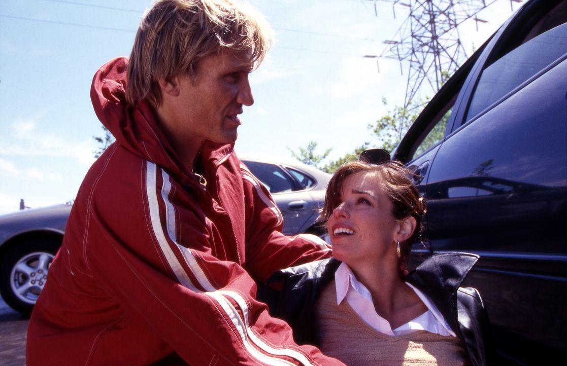Cop Frank Gannon (Dolph Lundgren, l.) wird die noch völlig unerfahrene Polizistin Billie Ross (Polly Shannon, r.) zugeteilt, ausgerechnet an dem Tag... - Bildquelle: Nu-Image Films