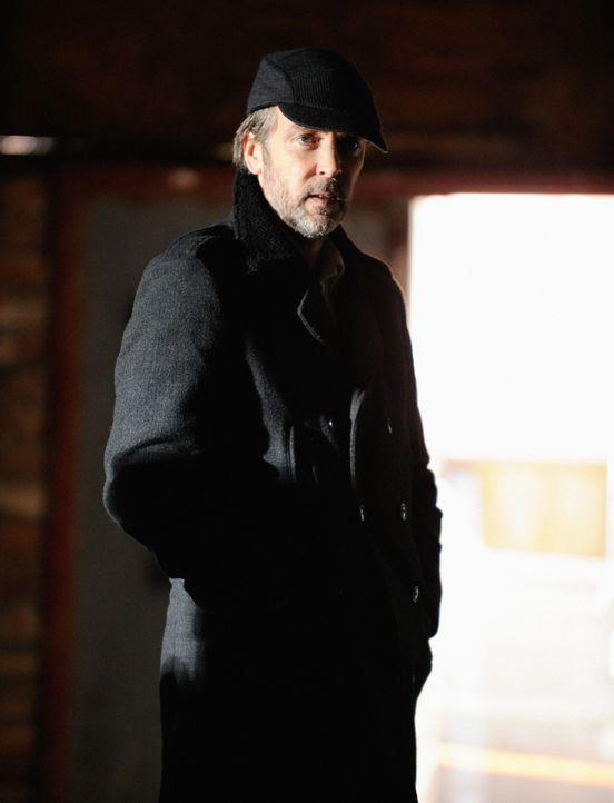 Als seine Tochter entführt wird, braucht Rhys (John Hannah) die Hilfe von Sherlock Holmes. Doch wird er ihm behilflich sein können? - Bildquelle: CBS Television