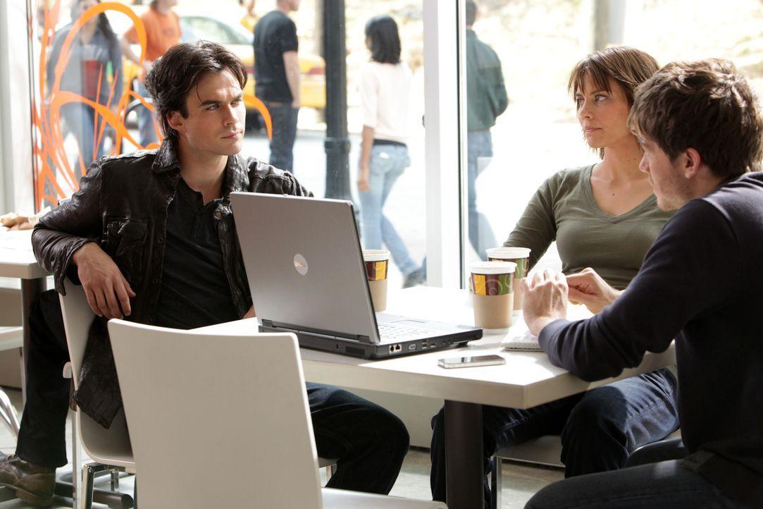 Überlegen, wie sie Klaus und sein Vorhaben stoppen können: Damon (Ian Somerhalder, l.), Rose (Lauren Cohan, M.) und Slater (Trevor Peterson, r.) ... - Bildquelle: Warner Brothers
