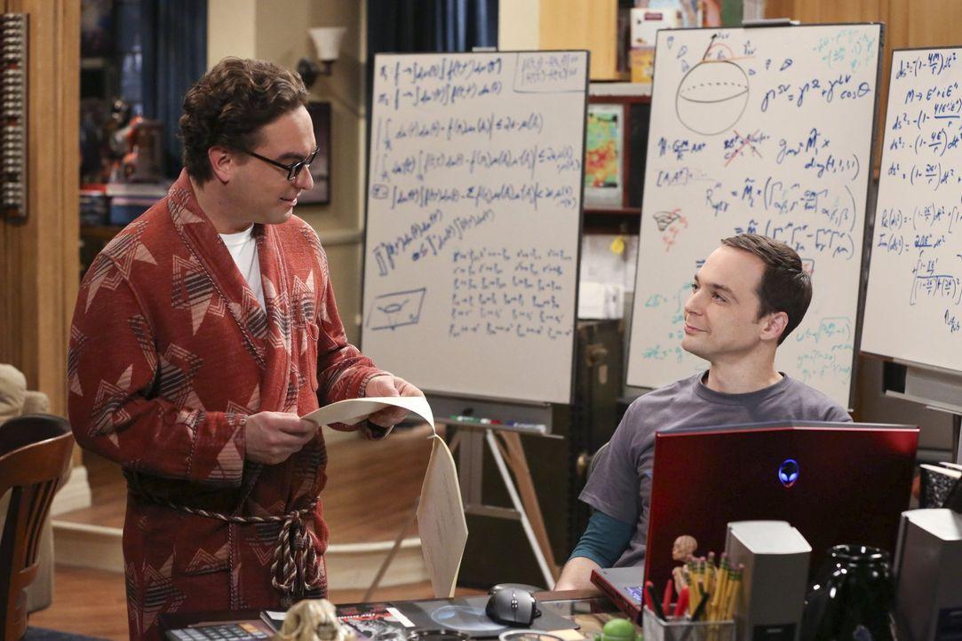Nachdem sie an der Veröffentlichung eines physikalischen Beitrags mitgewirkt haben, müssen sich Sheldon (Jim Parsons, r.) und Leonard (Johnny Galeck... - Bildquelle: Warner Bros. Television