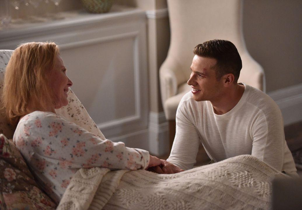 Kann Buck (Oliver Stark, r.) Abby helfen, ihre Mutter Patricia (Mariette Hartley, l.) wiederzufinden? - Bildquelle: 2018 Fox and its related entities.  All rights reserved.