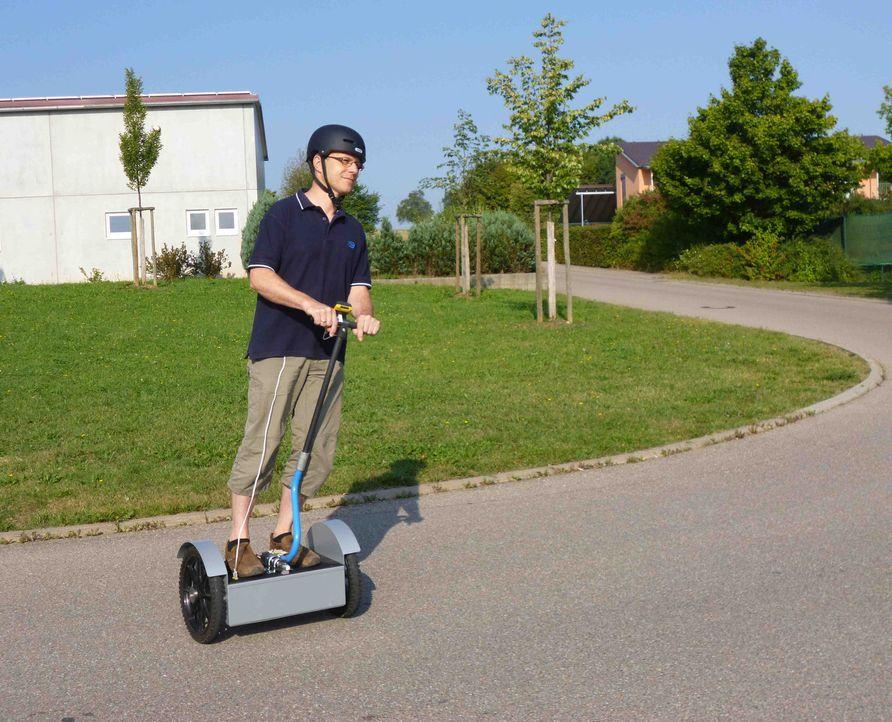 Für Touristen sind sie ein Spaß, für Liebhaber teuer - Segways. Zwei deutsche Bastler behaupten: So ein Gefährt kann man auch selber bauen und d... - Bildquelle: kabel eins