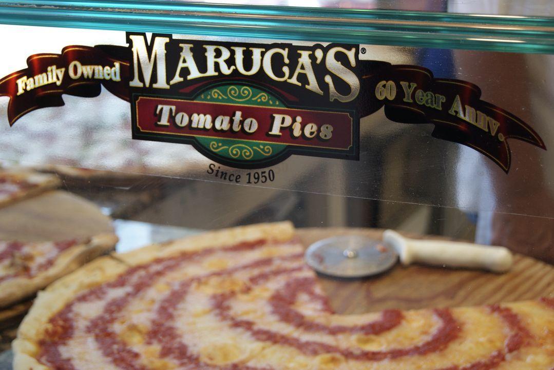 Egal ob mit extra dünnem oder knusprigem Rand, ob mit viel oder wenig Käse - Pizza ist äußerst beliebt. Adam Richman macht sich auf die Suche nach d... - Bildquelle: 2010, The Travel Channel, L.L.C.