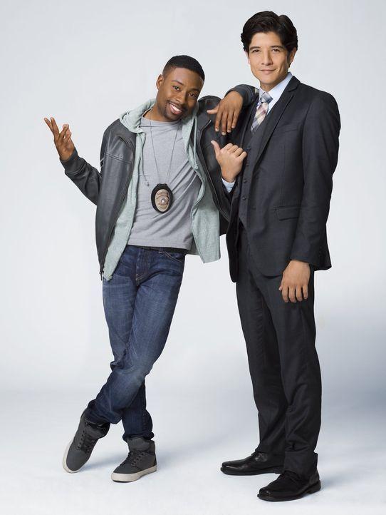 (1. Staffel) - Carter (Justin Hires, l.), ein Polizist des LAPD, bekommt Unterstützung vom chinesischen Polizisten, Detective Lee (Jon Foo, r.), aus... - Bildquelle: Warner Brothers