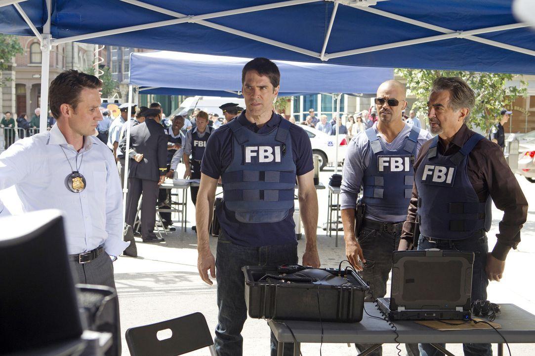 Gemeinsam versuchen sie, drei Serienbankräuber zur Strecke zu bringen: Detective William LaMontagne Jr. (Josh Stewart, l.), Hotch (Thomas Gibson, 2.... - Bildquelle: ABC Studios