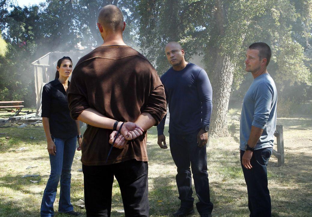 Ermitteln in einem neuen Fall: Callen (Chris O'Donnell, r.), Sam (LL Cool J, 2.v.r.), und Kensi (Daniela Ruah, l.) ... - Bildquelle: CBS Studios Inc. All Rights Reserved.