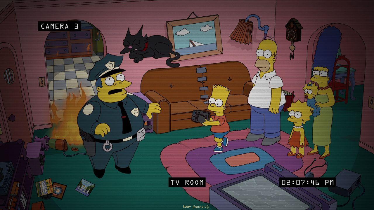 Bei Bart (2.v.l.), Homer (3.v.l.), Lisa (3.v.r.), Maggie (2.v.r.) und Marge (r.) Simpson gehen nachts merkwürdige Dinge vor sich. Ein unsichtbarer D... - Bildquelle: 2012-2013 Fox and its related entities. All rights reserved