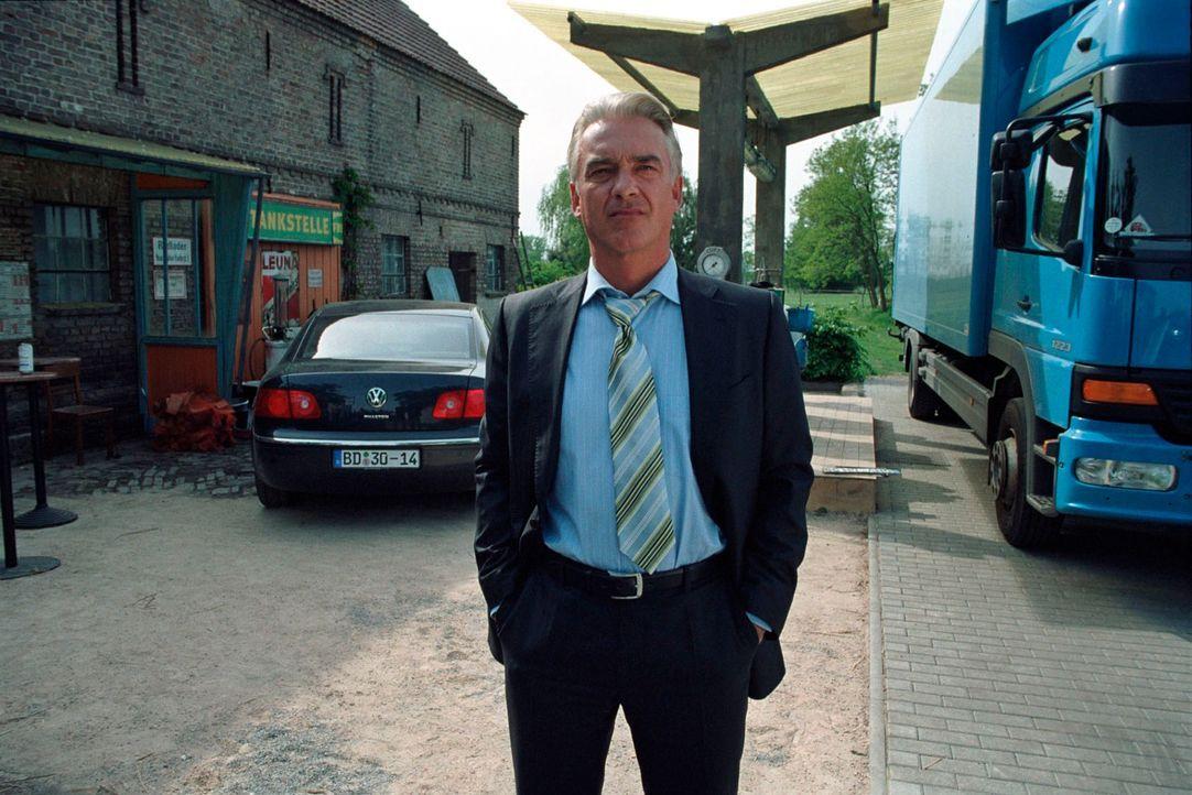 Johannes (Christoph M. Ohrt) gerät angesichts der Kritik der Dorfbewohner ins Grübeln ... - Bildquelle: Hardy Spitz Sat.1
