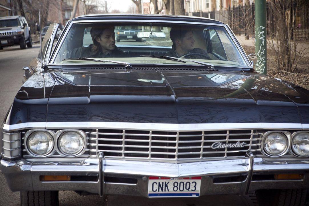 Bei ihrem neusten Fall müssen Sam (Jared Padalecki, l.) und Dean (Jensen Ackles, r.) mit ungewöhnlichen neuen Verbündeten zusammenarbeiten ... - Bildquelle: 2013 Warner Brothers