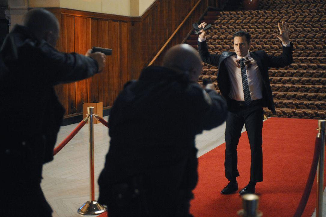 Wäre die Polizei nicht dazwischen gegangen, hätte Kevin (Seamus Dever) den Attentäter noch erwischt ... - Bildquelle: David Moir ABC Studios