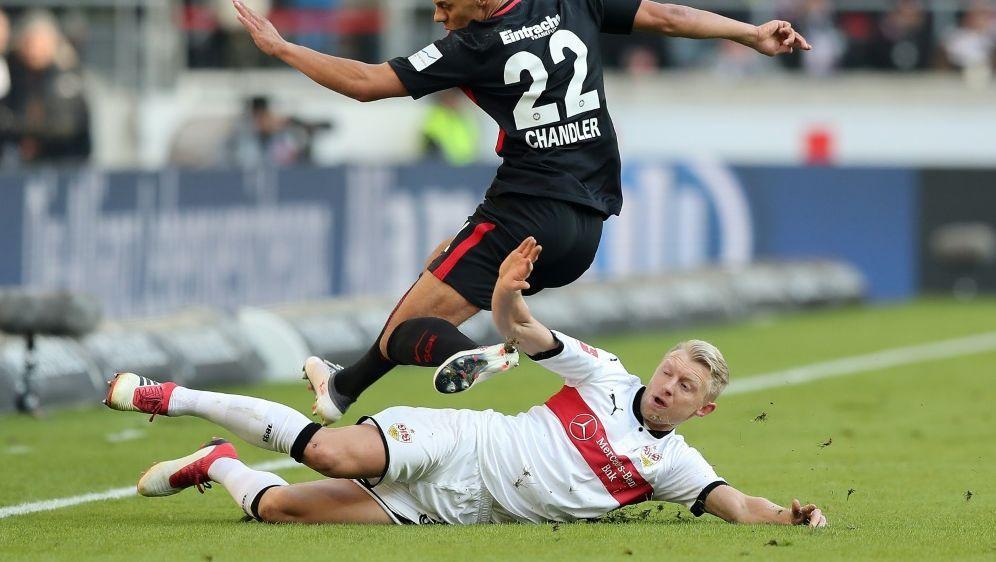 Andreas Beck (unten) fehlt dem VfB bis zum Saisonende - Bildquelle: FIROFIROSID