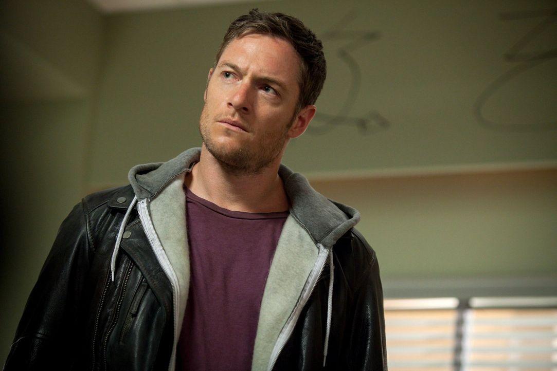 Viele der Engel geben Castiel die Schuld an ihrem Fall. Auch Ezekiel (Tahmoh Penikett)? - Bildquelle: 2013 Warner Brothers
