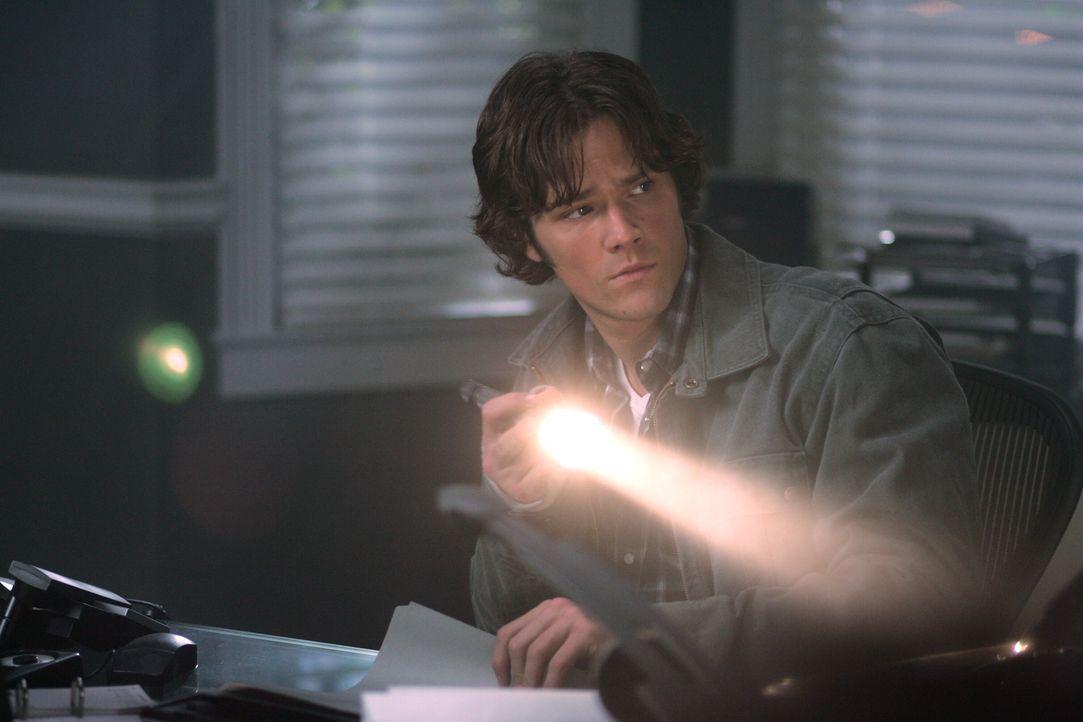 Sam (Jared Padalecki) bricht in ein Büro ein und findet dort einen äußerst merkwürdigen Hinweis ...