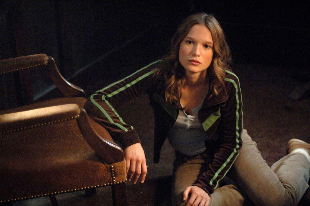 Sucht Hilfe bei Dean und Sam: Lori (Jane McGregor) ... - Bildquelle: Warner Bros. Television