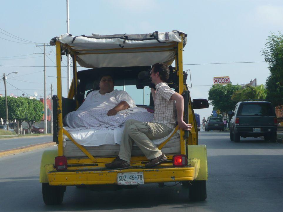 Der Mexikaner ist berühmt geworden, hat nach jahrelanger Dauerdiät geschätzte 200 Kilo abgenommen und die Liebe seines Lebens gefunden: Manuel Ur... - Bildquelle: SAT.1