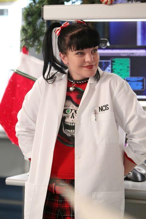 Abby (Pauley Perrette) und Jimmy schließen sich mit dem Marineforschungszentrum für Medizin zusammen, um die Herkunft einer Krankheit zu erforschen... - Bildquelle: CBS Television