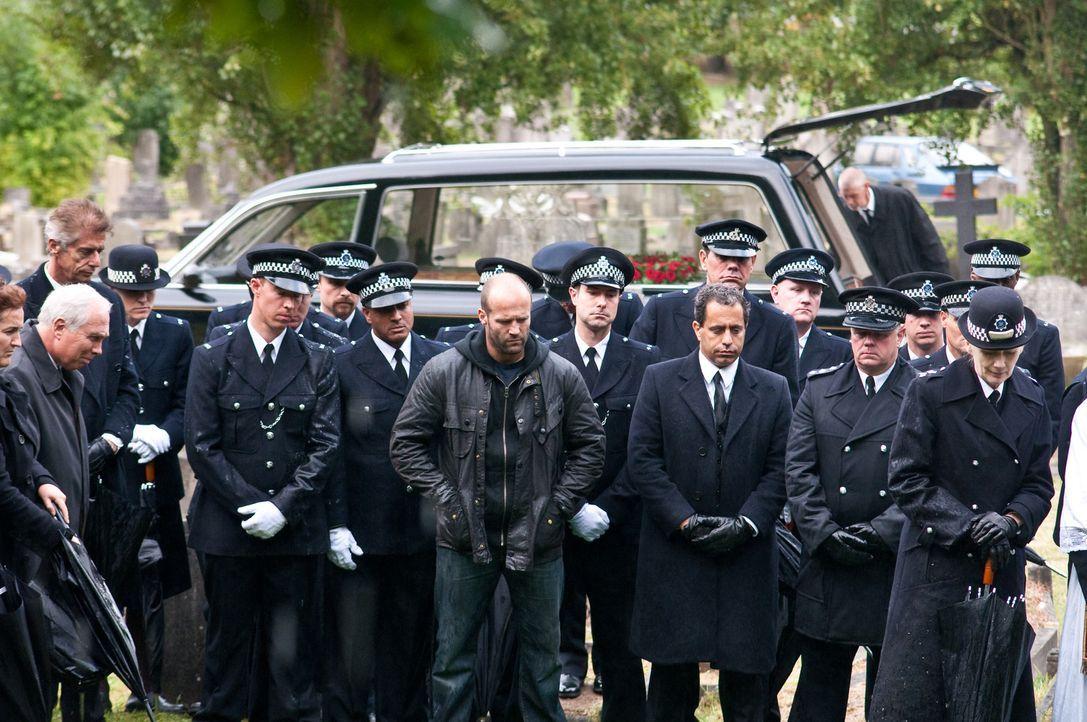 In London geht ein eiskalt agierender Polizistenmörder um. Der richtige Fall für Macho-Cop Brant (Jason Statham, M.), der schon bald auf eine heiße...