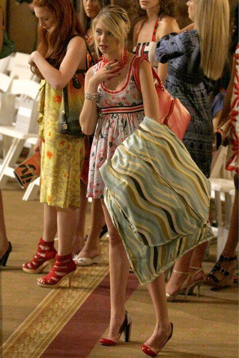 Fashion-Week: Jenny (Taylor Momsen) schwänzt die Schule, um bei Eleanor zu helfen ... - Bildquelle: Warner Brothers