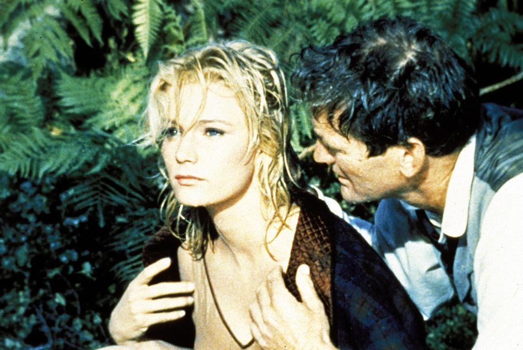Mit seiner Zeitmaschine landet George (Rod Taylor, r.) im Jahr 802.701. Als ein Mädchen im Fluss zu ertrinken droht und niemand eingreift, rettet G... - Bildquelle: Warner Bros. Pictures
