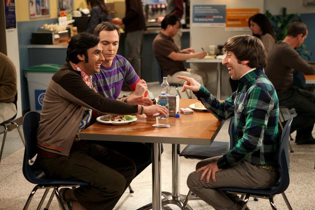 Während Priya Leonards Leben verändert, treibt Howard (Simon Helberg, r.) seine Freunde Raj (Kunal Nayyar, l.) und Sheldon (Jim Parsons, M.) fast in... - Bildquelle: Warner Bros. Television