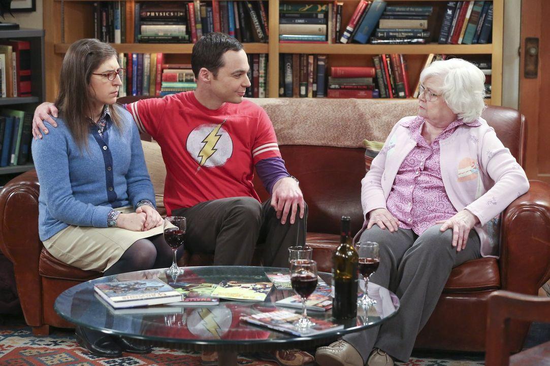 Amys (Mayim Bialik, l.) erste Begegnung mit Sheldons (Jim Parsons, M.) Großmutter Meemaw (June Sqibb, r.) verläuft nicht so, wie gehofft ... - Bildquelle: 2015 Warner Brothers
