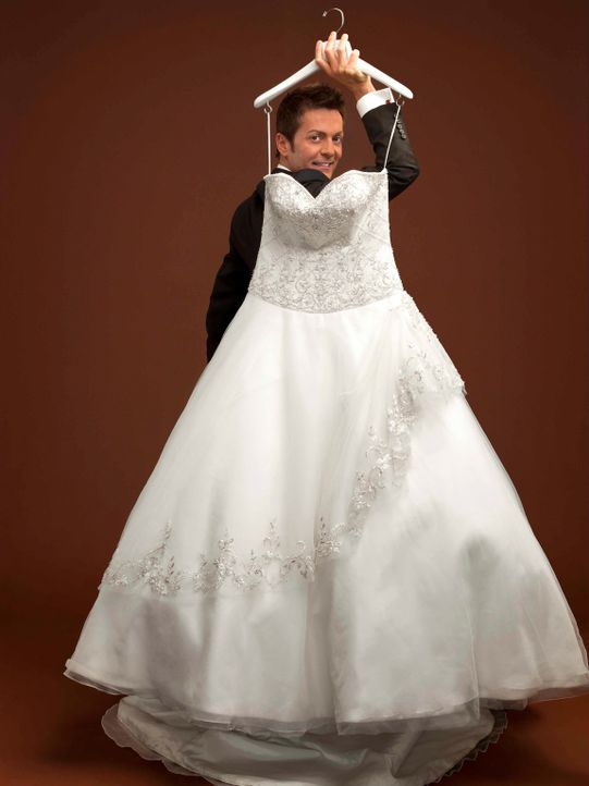Randy Fenoli sorgt dafür, dass die zukünftigen Bräute das richtige Hochzeitskleid finden. Er liest den Hochzeits-Anwärterinnen jeden Wunsch von den... - Bildquelle: sixx