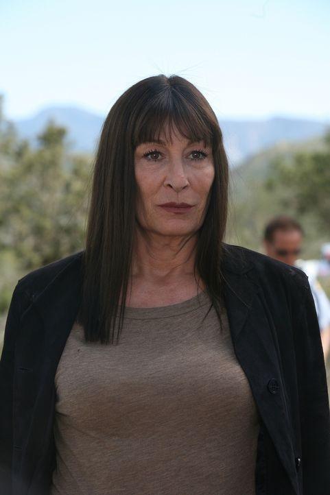 Kann Cynthia Keener (Anjelica Huston) dabei helfen, einen neuen Fall aufzuklären? - Bildquelle: Paramount Network Television