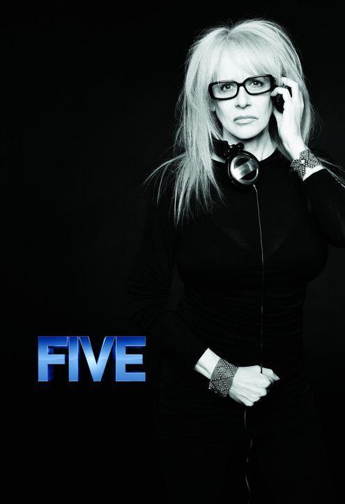 "In ""FIVE"" führte unter anderem Penelope Spheeris Regie. - Bildquelle: 2011 Sony Pictures Television Inc. All Rights Reserved."