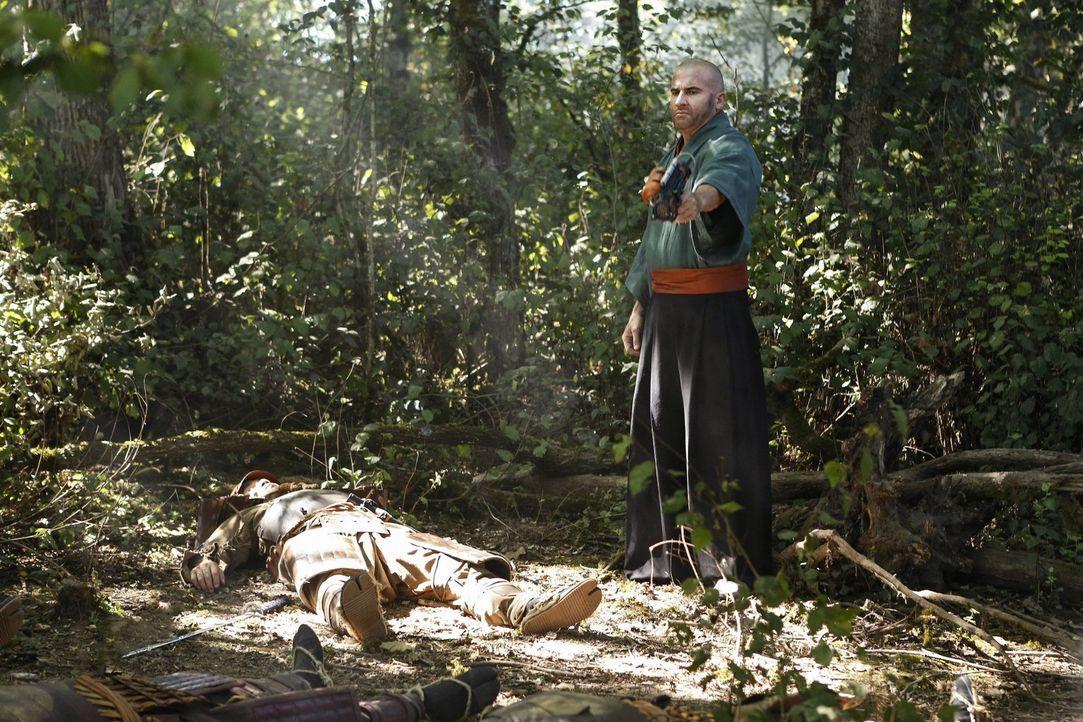 Mick (Dominic Purcell), Sara und Amaya machen sich auf die Suche nach Ray und Nate, während diese im Jahre 1641 in einigen Schwierigkeiten stecken .... - Bildquelle: Warner Brothers
