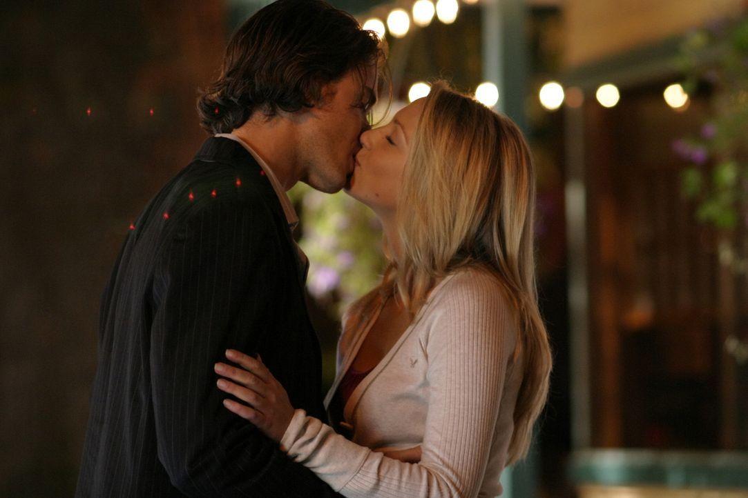 Ein Herz und eine Seele: Daisy (Miriam McDonald, r.) und Blake (Ryan Kennedy, l.) ... - Bildquelle: 2008   Warner Brothers
