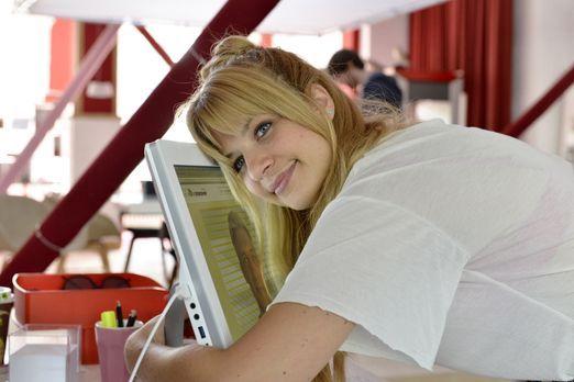 Mila - Glückliche Recherche: Mila (Susan Sideropoulos) hat es durch eine clev...