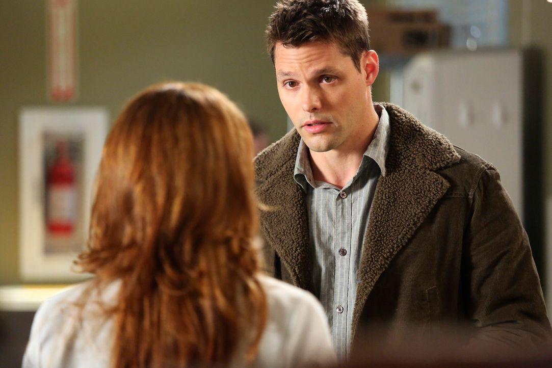 Matthew (Justin Bruening, r.) hat mit April (Sarah Drew, l.) Schluss gemacht, weil sie ihn was ihre Jungfräulichkeit angeht, belogen hat ... - Bildquelle: ABC Studios