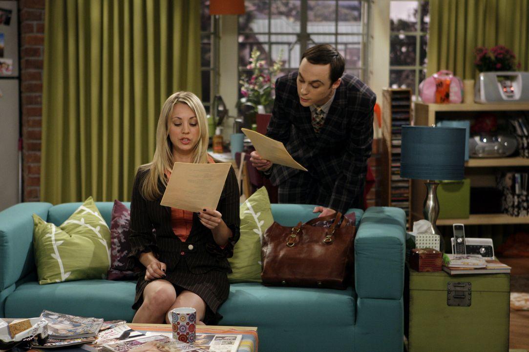Während sich Leonard, Raj, und Howard auf die Autogrammstunde mit Stan Lee freuen, macht Sheldon (Jim Parsons, r.) Penny (Kaley Cuoco, l.) heftige... - Bildquelle: Warner Bros. Television