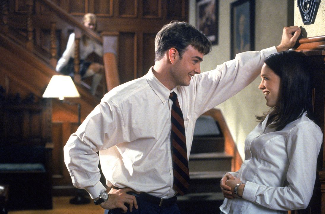 Als Kathryn (Amy Adams, l.) klar wird, dass sich ihr verhasster Stiefbruder Sebastian (Robin Dunne, M.) für Danielle (Sarah Thompson, r.) interessi... - Bildquelle: 2005 Sony Pictures Television International. All Rights Reserved.