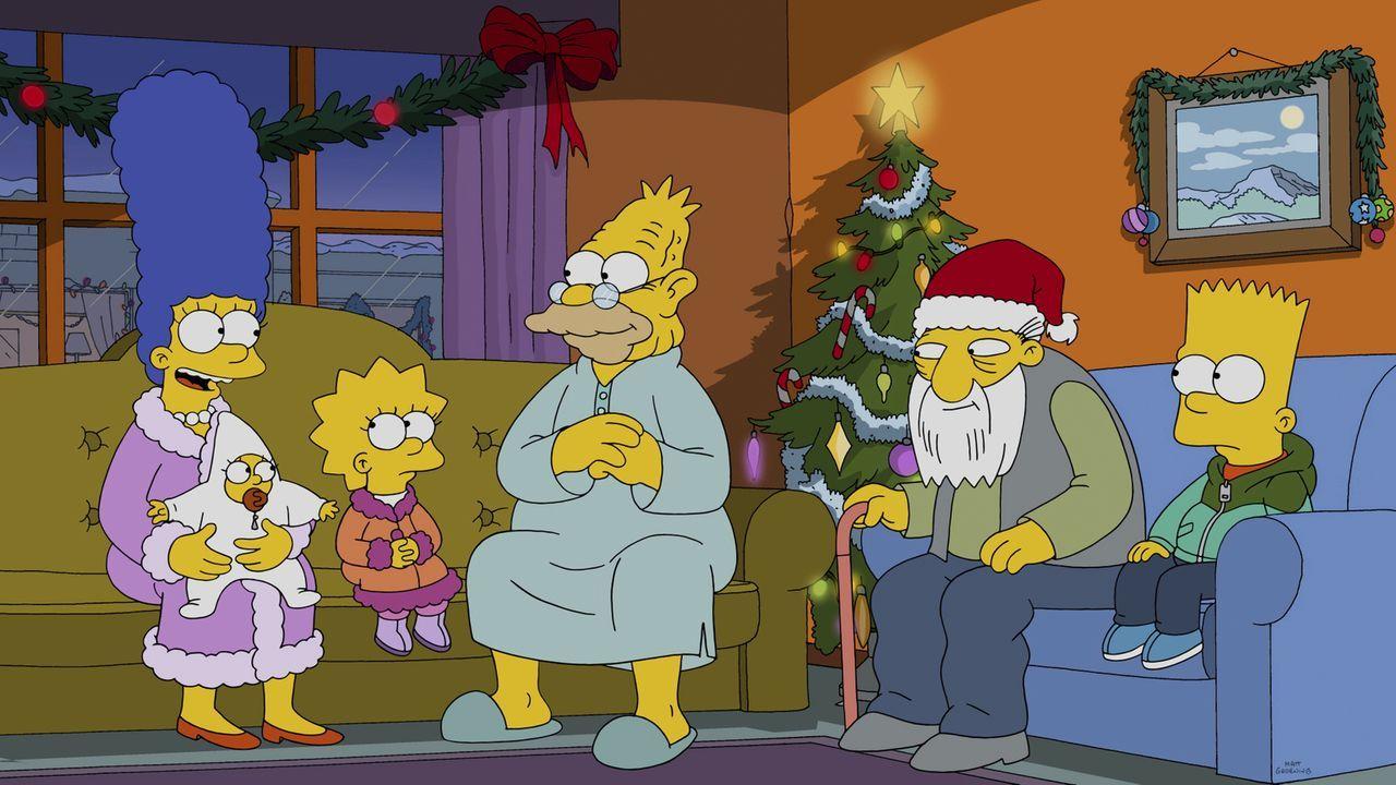 Bevor sie ein Weihnachtsfest alleine verbringen, fahren Marge (l.), Maggie (2.v.l.), Lisa (3.v.l.) und Bart (r.) zu Abe (3.v.r.) und Jasper (2.v.r.)... - Bildquelle: 2014 Twentieth Century Fox Film Corporation. All rights reserved.
