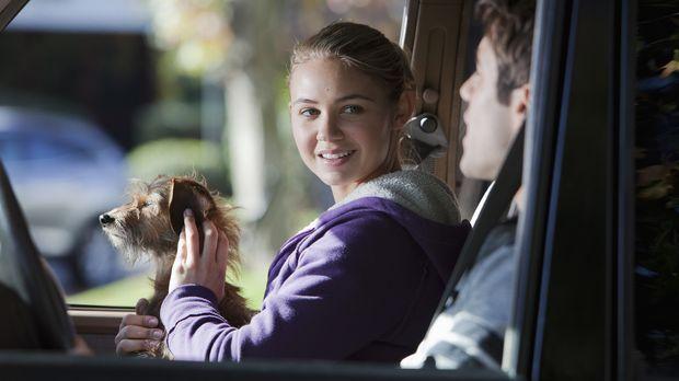 Max (Joshua Bowman , r.) und Payson (Ayla Kell, l.) haben beim Joggen einen k...