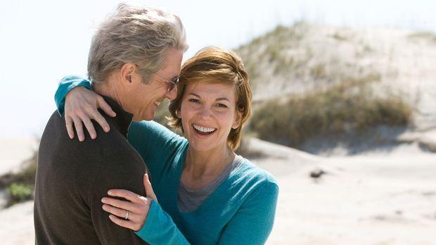 Es ist nie zu spät für eine zweite Chance im Leben: Adrienne (Diane Lane, r.)...