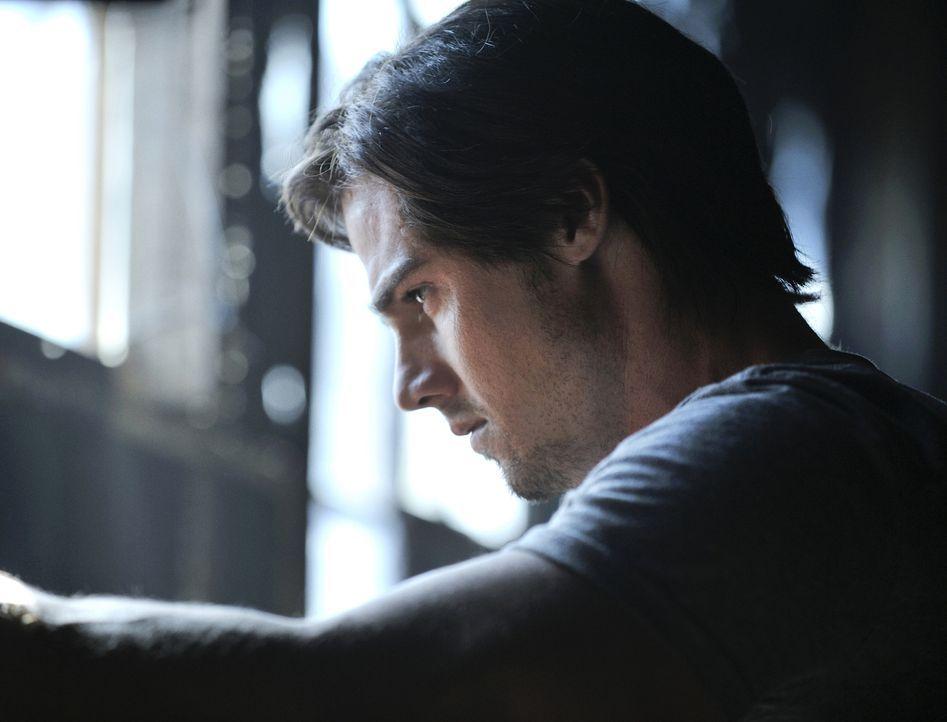 Mensch oder Bestie? Vincent Keller (Jay Ryan) ... - Bildquelle: 2012 The CW Network, LLC. All rights reserved.