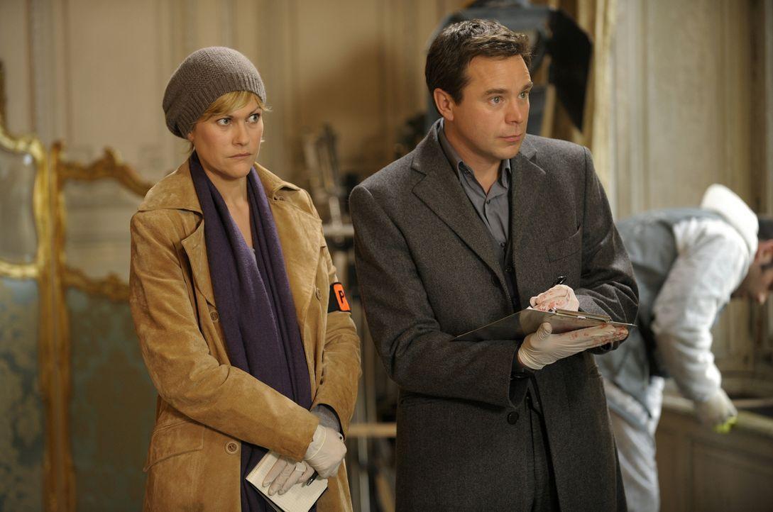 Ermitteln in einem neuen Fall: Fred (Vanessa Valence, l.) und der Doc (Guillaume de Tonquedec, r.) ... - Bildquelle: 2008 - Beaubourg Audiovisuel/BeFilms/RTBF (Télévision Belge)
