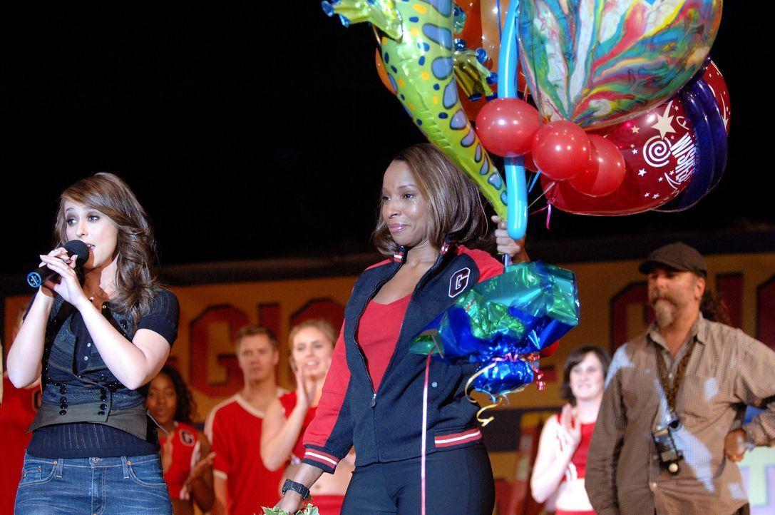 Dank Melinda (Jennifer Love Hewitt, l.) konnte die Cheerleadergruppe von Jackie Boyd (Mary J. Blige, M.) doch an der Meisterschaft teilnehmen … - Bildquelle: ABC Studios