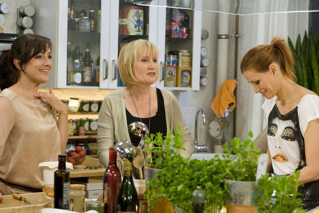 Mädelsabend mit Biss - Noch intimer, noch authentischer, noch ehrlicher: Miriam Pielhau (l.), Evelyn Holst (M.) und Yasmina Filali (r.) ... - Bildquelle: sixx