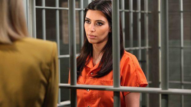 Ein Betrüger versucht Stacy um ihre Pucherei zu bringen. Die im Gefängnis sit...