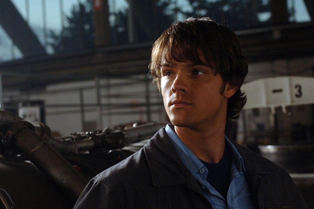 Gemeinsam mit seinem Bruder Dean, versucht Sam (Jared Padalecki) den Phantom Reisenden zu besiegen ... - Bildquelle: Warner Bros. Television