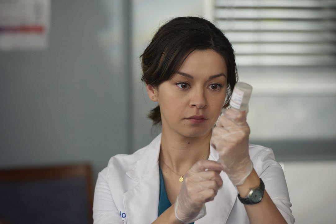 Ausgerechnet Maggie (Julia Taylor Ross) soll Sydneys Verlobten behandeln, der mit staken Bauchschmerzen ins Zion Hospital kommt ... - Bildquelle: Steve Wilkie 2014 Hope Zee Three Inc.
