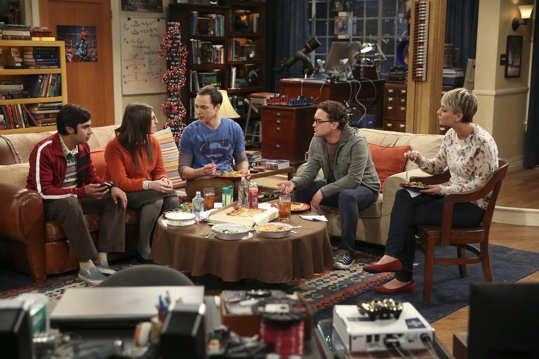 Während Penny (Kaley Cuoco, r.) und Sheldon (Jim Parsons, M.) an einem besonderen Experiment teilnehmen wollen, haben Leonard (Johnny Galecki, 2.v.r... - Bildquelle: Warner Bros. Television